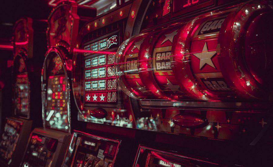 How do random number generators generate random numbers for casinos?