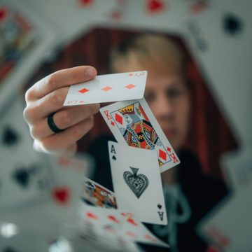 How to win money playing Teen Patti online - A Complete guide