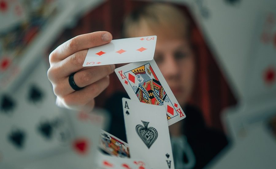 How to win money playing Teen Patti online – A Complete guide